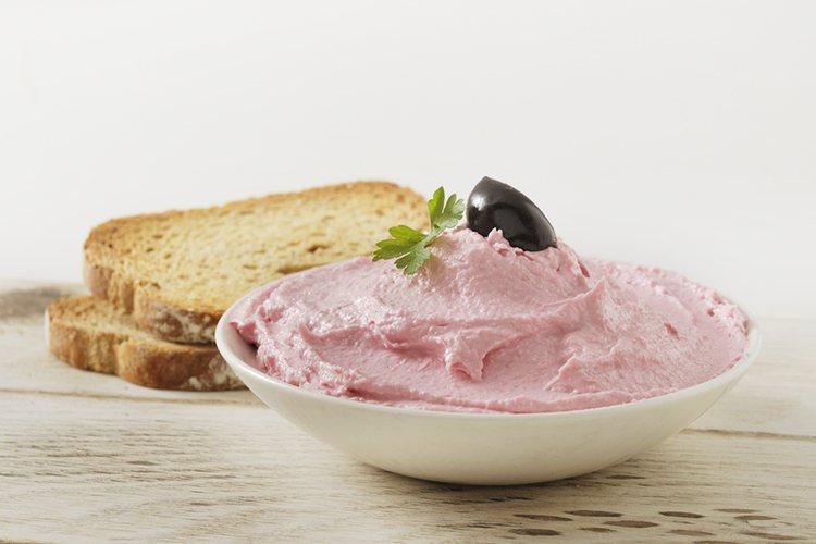 La taramosalata puede acompañarse con pan o tortitas de harina