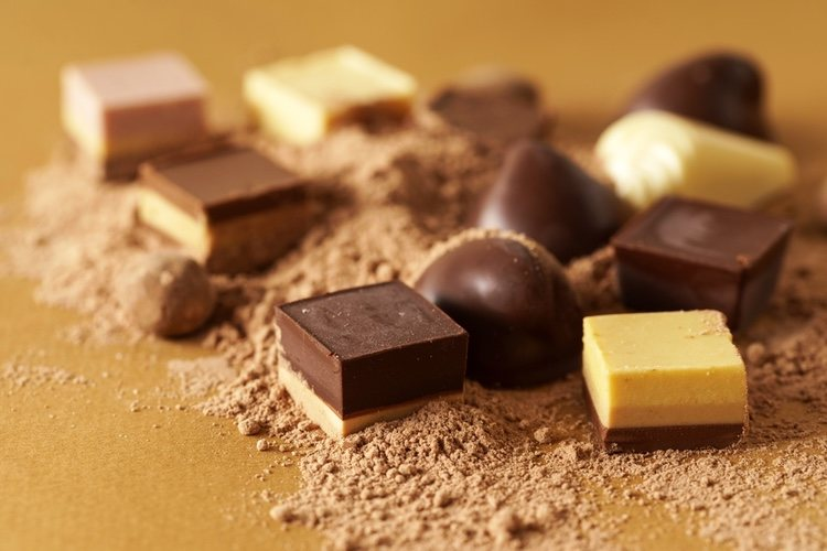 Si quieres puedes añadir al turrón de chocolate almendras o avellana