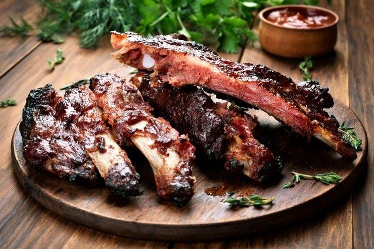 El costillar de cerdo asado es uno de los paltos estrella navideños