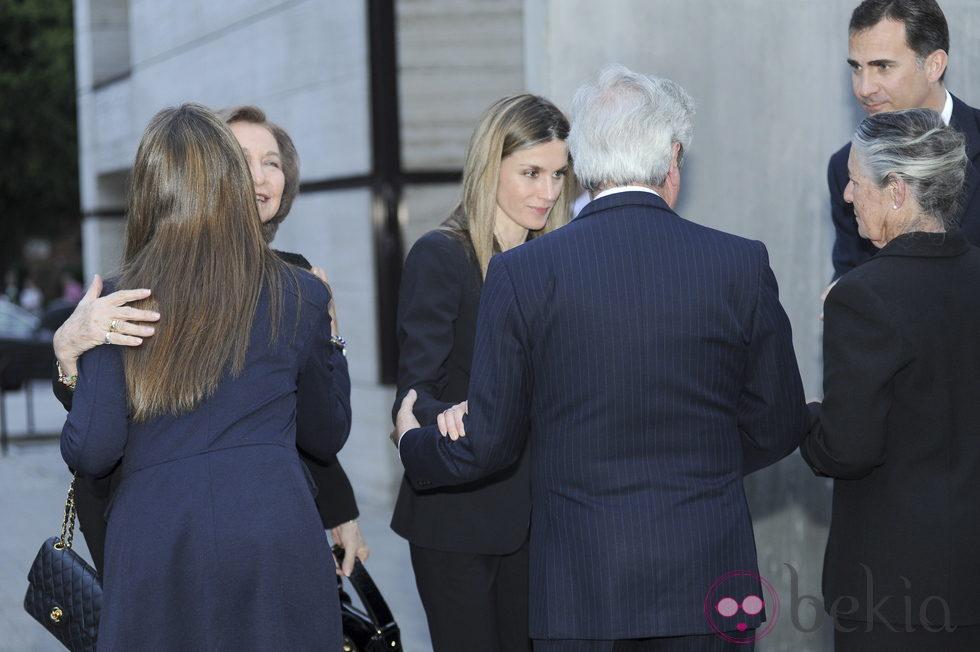 La Familia Real consuela a los padres de Fernando Moreno