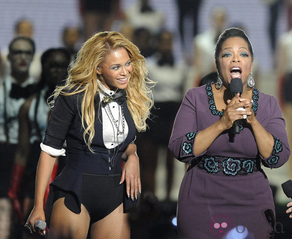 Oprah Winfrey y Beyoncé en la despedida de su programa