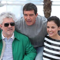 Antonio Banderas, Pedro Almodóvar y Elena Anaya en Cannes