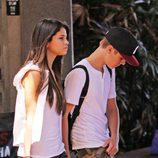 Justin Bieber y Selena Gomez paseando por Honolulu