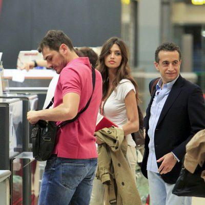 Iker Casillas, Sara Carbonero y J.J. Santos en Madrid-Barajas