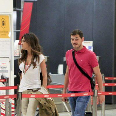 Sara Carbonero e Iker Casillas en el aeropuerto