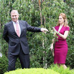 Los Príncipes Andrés y Beatriz de York en la Chelsea Flower Show
