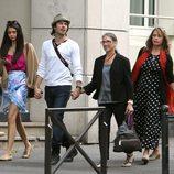 Ian Somerhalder, Nina Dobrev y sus madres en París