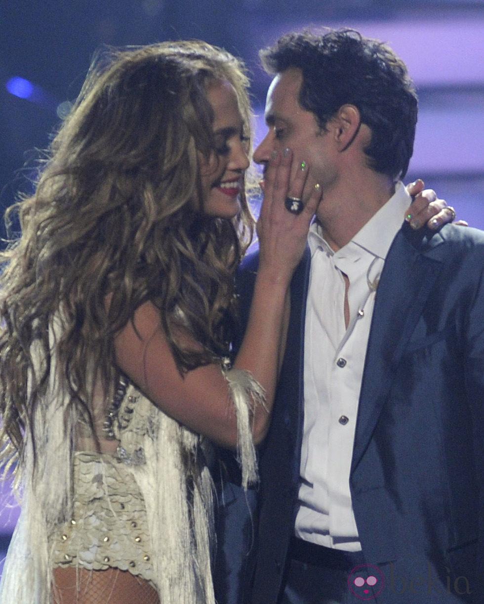Jennifer Lopez y Marc Anthony, cariñosos en la final de 'American Idol'
