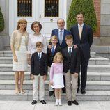 La familia Urdangarín posa con los Reyes