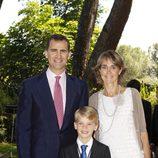 Felipe de Borbón y Lucía Urdangarín Liebaert con su ahijado Miguel Urdangarín