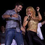 Piqué y Shakira bailan en el concierto de la colombiana en Barcelona