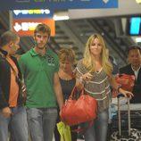 Edurne y David de Gea en el aeropuerto
