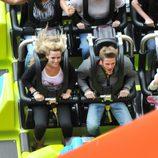David de Gea y Edurne montados en la montaña rusa de Disneyland París