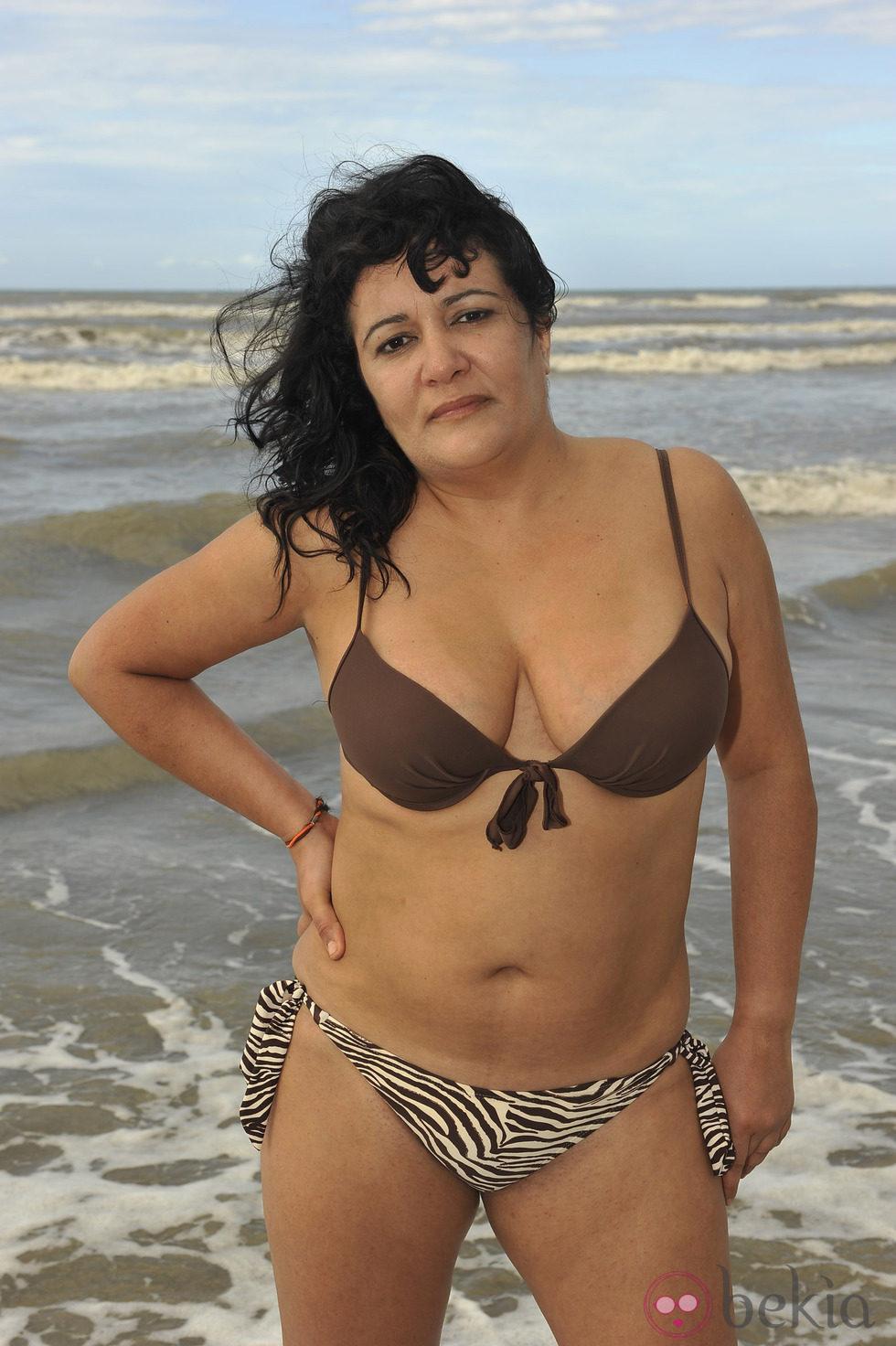 Rosi en la playa de la tejita masturbandome para un miron - 1 9