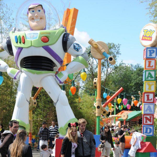Edurne y David de Gea pasean su amor por Disneyland París