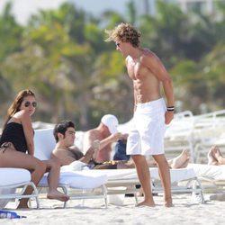 Zaira Nara y Diego Forlán en las playas de Miami