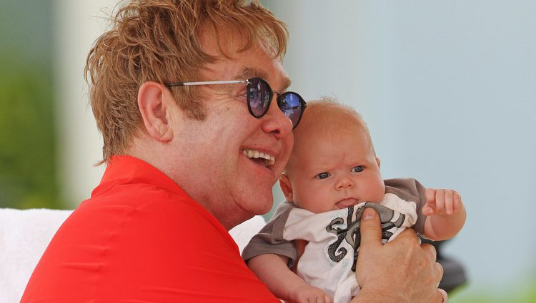 Elton John y su hijo Zachary
