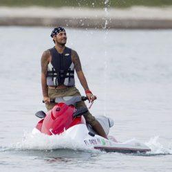 Eduardo Cruz en una moto acuática