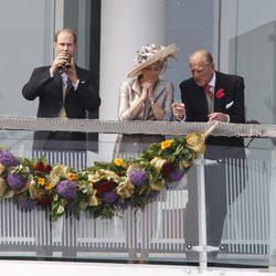 Los Condes de Wessex y el Duque de Edimburgo en el Derby de Epsom
