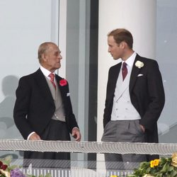 El Príncipe Felipe y el Príncipe Guillermo en el Derby de Epsom