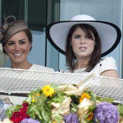 La Duquesa de Cambridge y la Princesa Eugenia en el Derby de Epsom