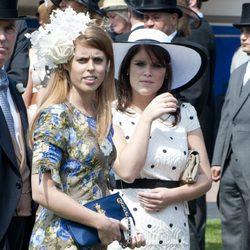Las Princesas Beatriz y Eugenia de York en el Derby de Epsom