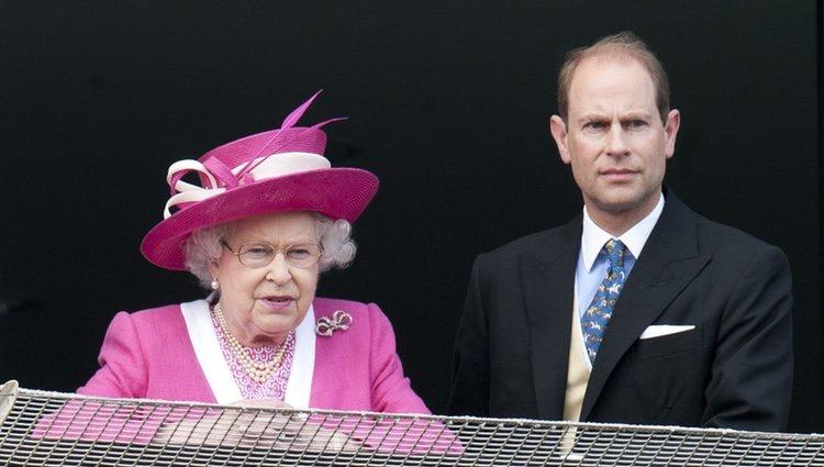 Isabel II y el Príncipe Eduardo en el Derby de Epsom