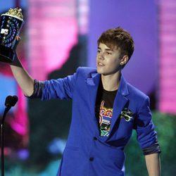 Justin Bieber recoge un premio en los MTV Movie Awards 2011