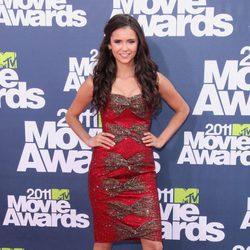 Nina Dobrev en la alfombra roja de los MTV Movie Awards 2011