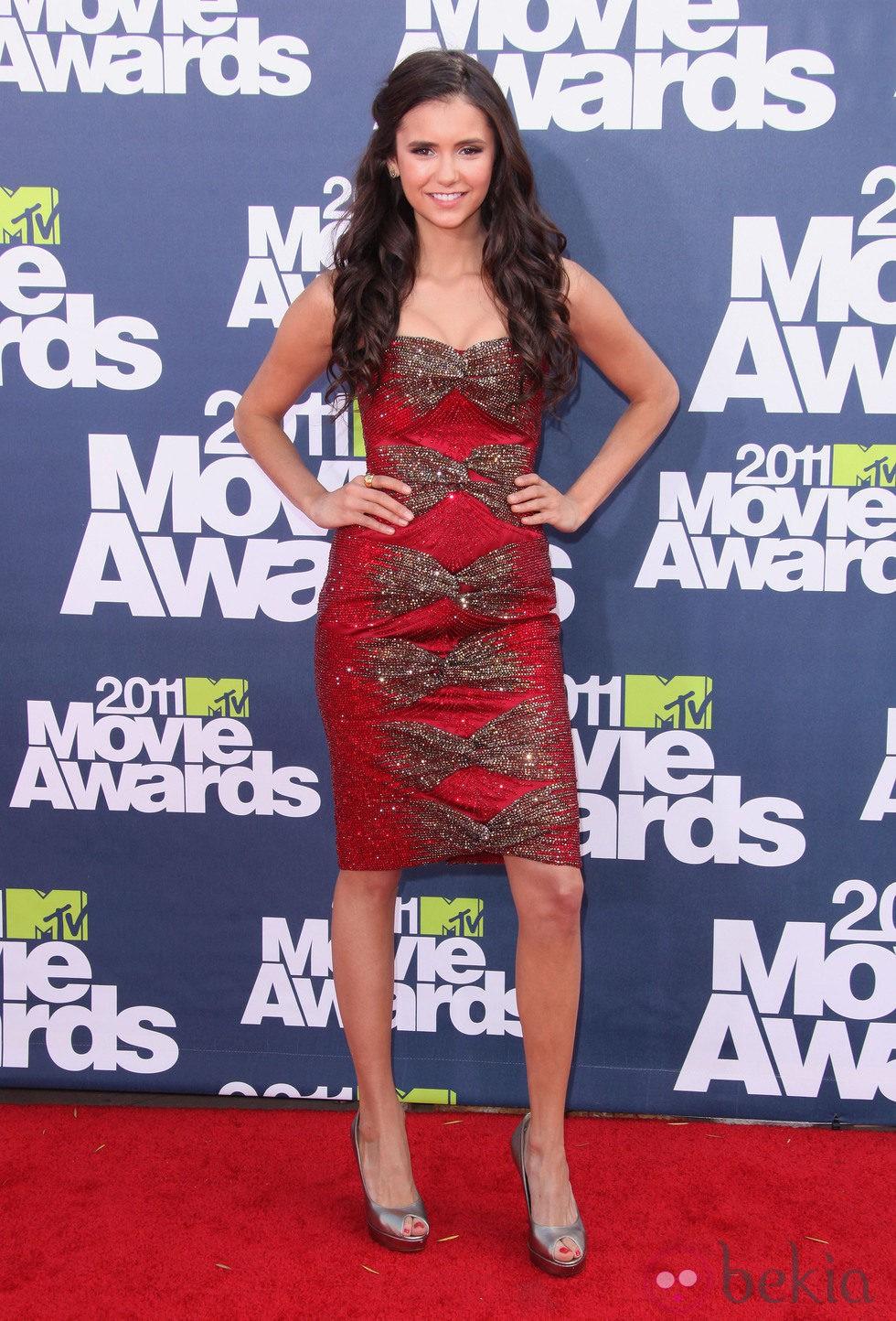 Nina dobrev en la alfombra roja de los mtv movie awards - Alfombra nina ...