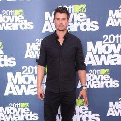 Josh Duhamel en la alfombra roja de los MTV Movie Awards 2011