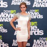 Emma Watson posando en la alfombra roja MTV Movie Awards 2011