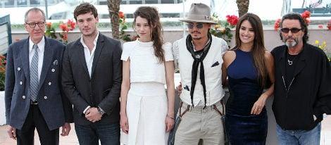 El director, productor y los protagonistas de 'Piratas del Caribe' en Cannes