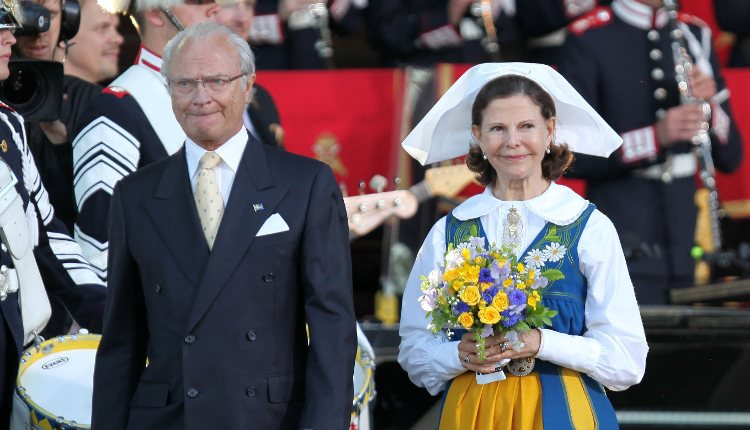 Los Reyes Carlos XVI Gustavo y Silvia de Suecia en el Día Nacional