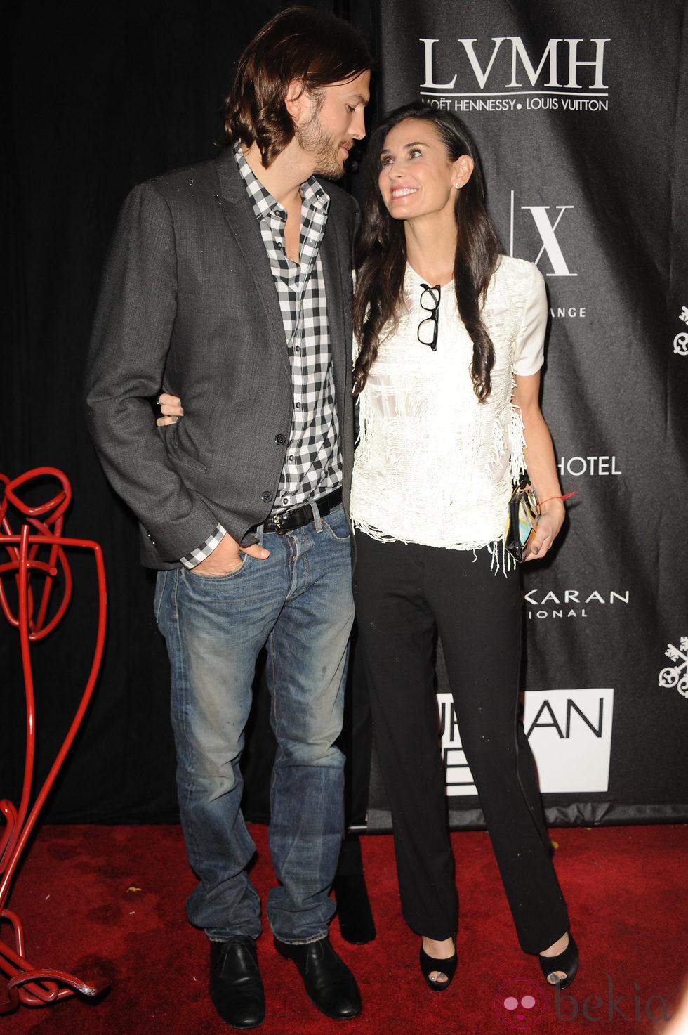 Demi Moore y Ashton Kutcher, enamorados en los Stephan Weiss Apple Awards