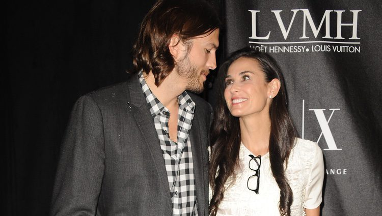 Demi Moore y Ashton Kutcher, enamorados en los Stephan Weiss Apple Awards
