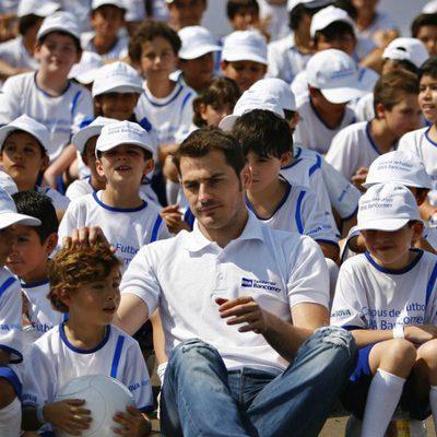 Iker Casillas con los niños mexicanos del seminario de fútbol