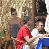 Silvia López y Pau Gasol en un restaurante de Ibiza
