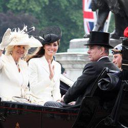 Las Duquesas de Cambridge y de Cornualles, el Duque de York y Enrique de Gales