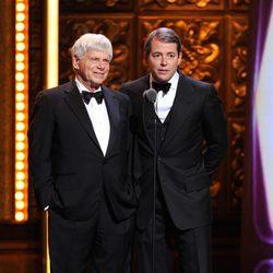 Robert Morse y Matthew Broderick en los Premios Tony 2011