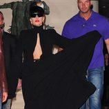 Lady Gaga de negro funerario en París