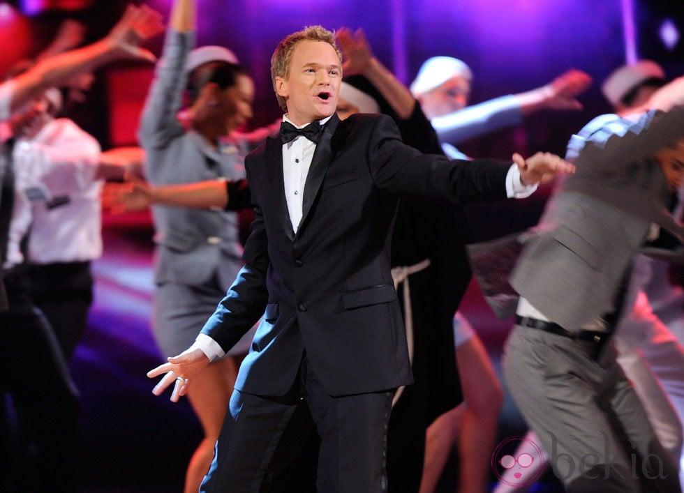 Neil Patrick Harris actuando en los Premios Tony 2011