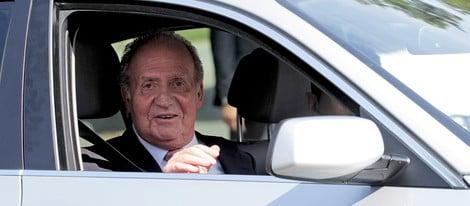 El Rey a la salida de la Clínica Planas de Barcelons