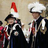 Isabel II y Felipe de Edimburgo en la Orden de la Jarretera