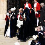 Isabel II y el Duque de Edimburgo en la procesión de la Orden de la Jarretera
