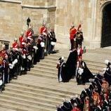 Su Majestad la Reina junto a Felipe de Edimburgo en la Jarretera