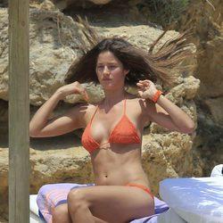 Malena Costa se coloca el bikini en Ibiza