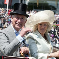 El Príncipe Carlos y Camilla Parker en Ascot