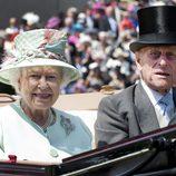 Isabel II y el Duque de Edimburgo en Ascot