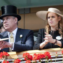 El Duque de York y la Princesa Beatriz en Ascot